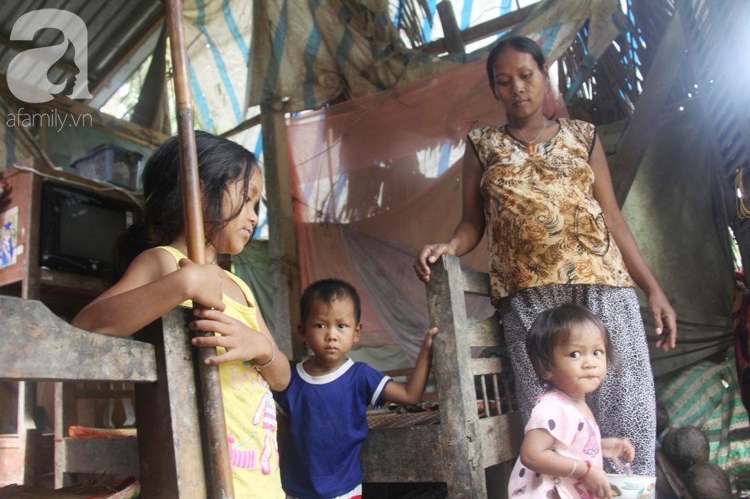 Hai lần đẻ rớt tại nhà, 4 đứa trẻ đói ăn bên người mẹ bầu 8 tháng không thể mượn được 500 ngàn để đi bệnh viện-7