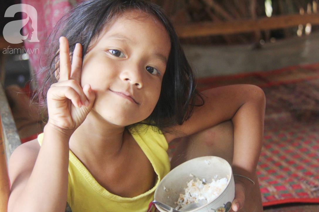 Hai lần đẻ rớt tại nhà, 4 đứa trẻ đói ăn bên người mẹ bầu 8 tháng không thể mượn được 500 ngàn để đi bệnh viện-8