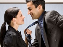 Yêu đương chốn công sở: 3 phần hạnh phúc nhưng đến 7 phần oái oăm