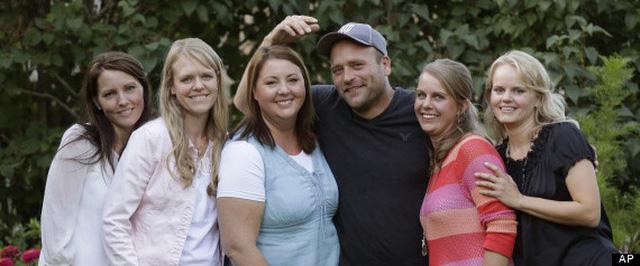 Chia sẻ về đời tư đặc biệt của người đàn ông Mỹ đang chung sống với… 5 bà vợ-15
