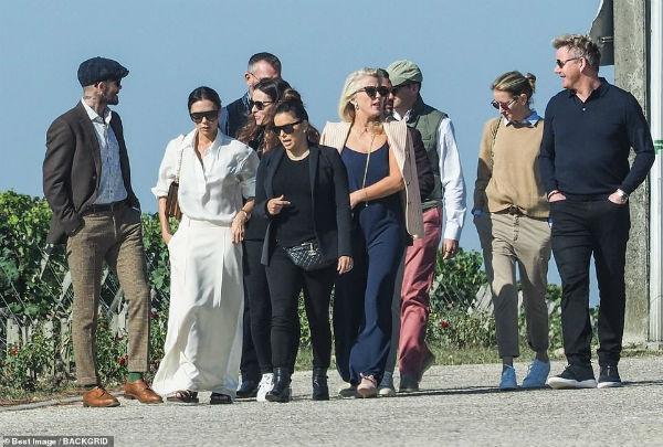 Bị chỉ trích khi thoát án phạt lái xe quá tốc độc, David Beckham vẫn vui vẻ cùng vợ vi vu Pháp với bạn bè-1