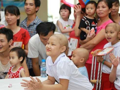 Bố mẹ từ chối điều trị ung thư, quyết ôm con về khiến bác sĩ bất lực-2
