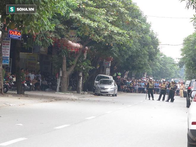 Nóng: Cảnh sát dùng súng bắn tỉa vây bắt đối tượng hình sự cố thủ trong nhà ở Nghệ An-5