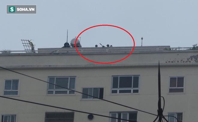 Nóng: Cảnh sát dùng súng bắn tỉa vây bắt đối tượng hình sự cố thủ trong nhà ở Nghệ An-6
