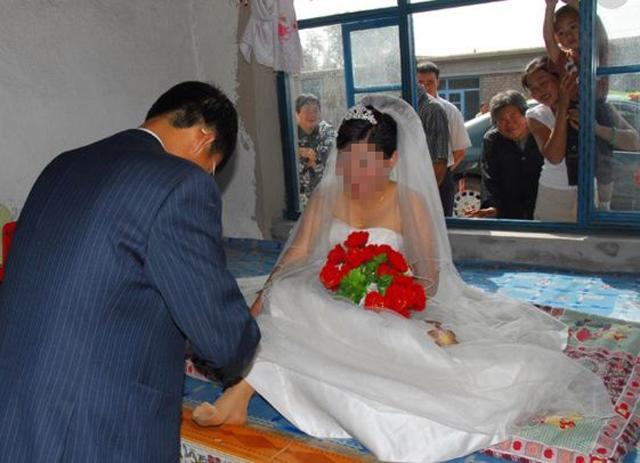 Cô dâu nhất định không chịu động phòng, chú rể đành ngậm đắng vì lý do bất ngờ-2