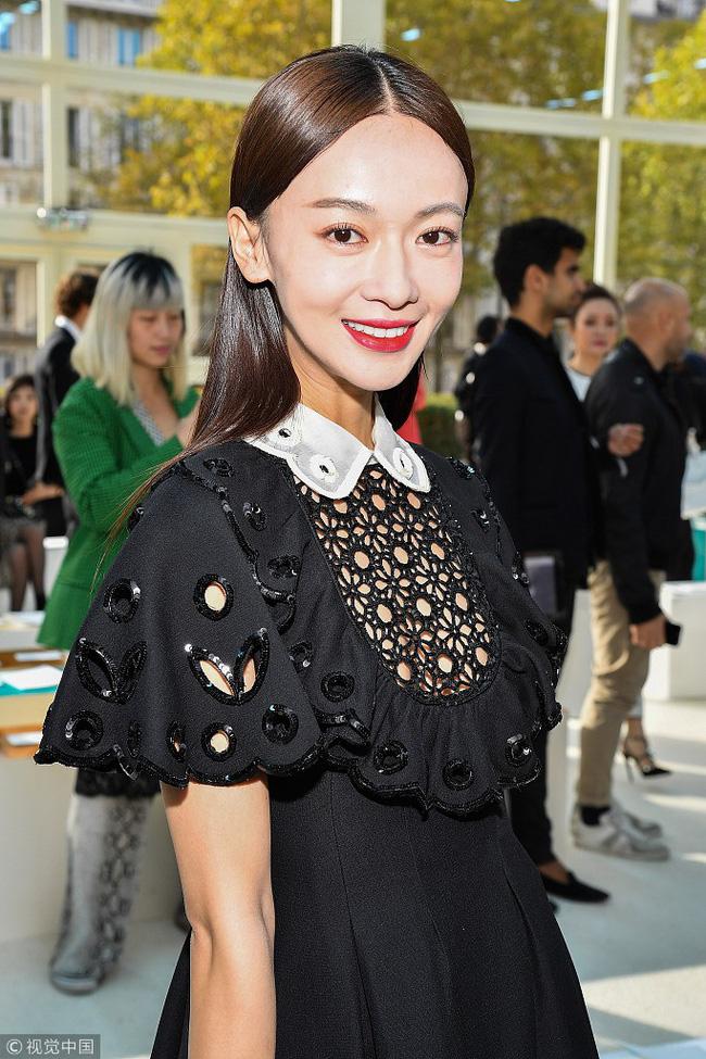 Ngô Cẩn Ngôn mặc đẹp nhưng kém sang vì quá gầy, Xa Thi Mạn nhờ nhan sắc xinh đẹp vớt vát một ca mặc sến tại Paris Fashion Week-2