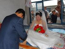 Cô dâu nhất định không chịu