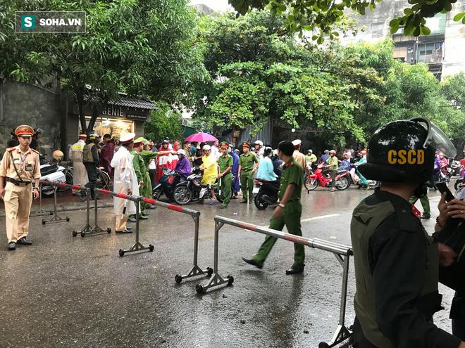 Nóng: Cảnh sát dùng súng bắn tỉa vây bắt đối tượng hình sự cố thủ trong nhà ở Nghệ An-1