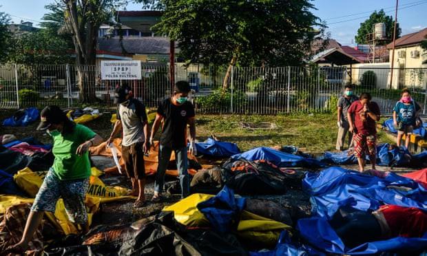 Số người tử vong do động đất tăng cao, Indonesia chọn phương án chôn tập thể-1