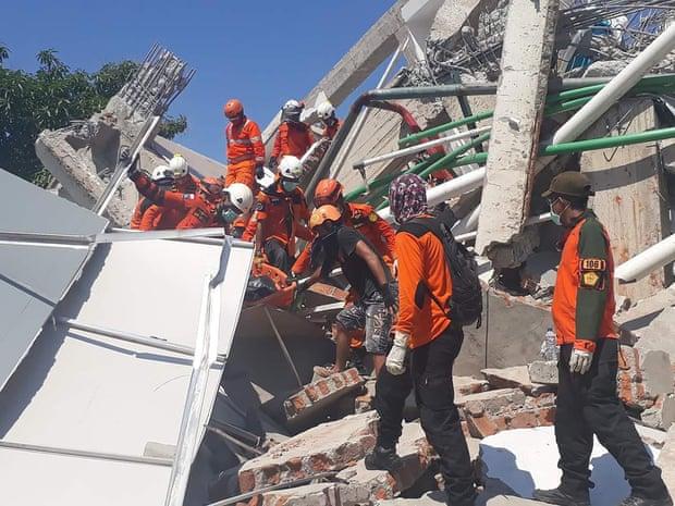Số người tử vong do động đất tăng cao, Indonesia chọn phương án chôn tập thể-2