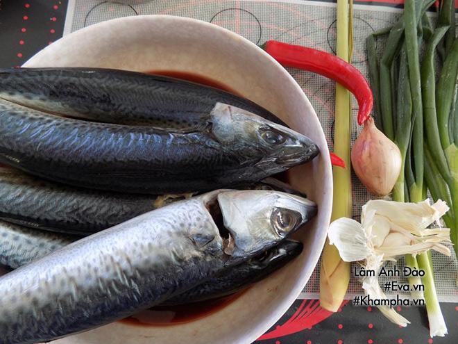 Cá nục rim tỏi ớt đậm đà, cay thơm bao nhiêu cơm cũng hết-1