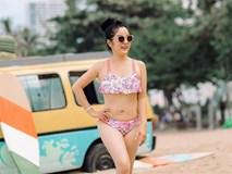 Thuý Nga khoe dáng với bikini chơi đùa cùng con gái
