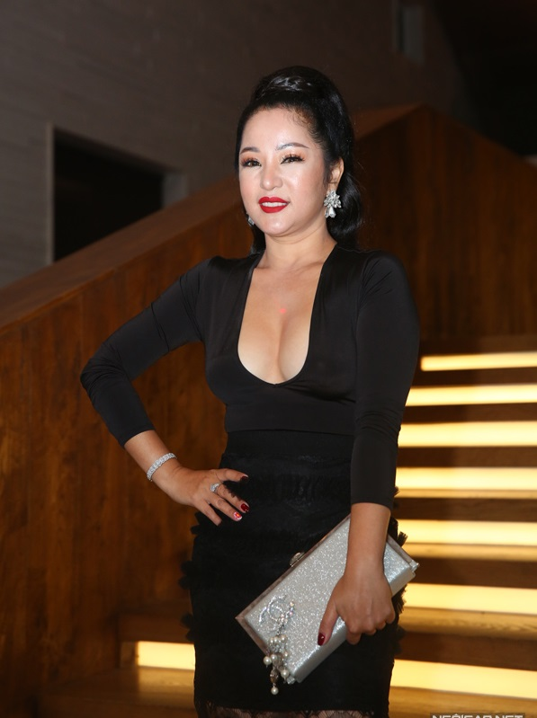 Chỉ là đi dự tiệc cưới thôi, nhiều sao Việt bị chỉ trích vì vô tâm lên đồ lấn lướt cả cô dâu - chú rể-4
