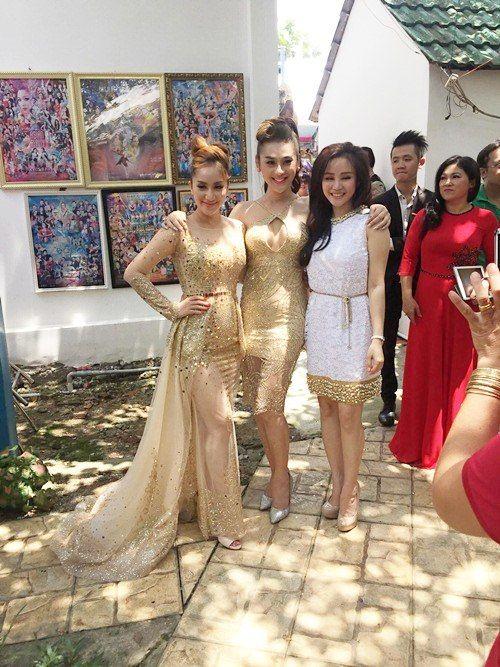 Chỉ là đi dự tiệc cưới thôi, nhiều sao Việt bị chỉ trích vì vô tâm lên đồ lấn lướt cả cô dâu - chú rể-7