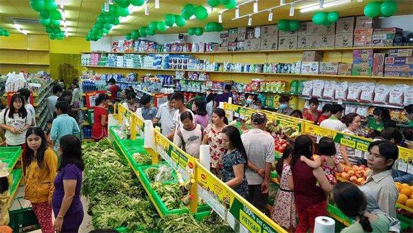Bách hóa Xanh - siêu thị mở giữa lòng chợ-3