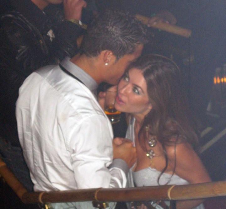Giữa lùm xùm hiếp dâm, Ronaldo nhận được lời cổ vũ tình bể bình của cô người yêu xinh đẹp-2