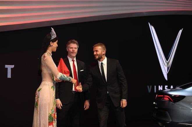 Những lần David Beckham gây bão khi sánh vai bên các mỹ nhân Việt đình đám-1