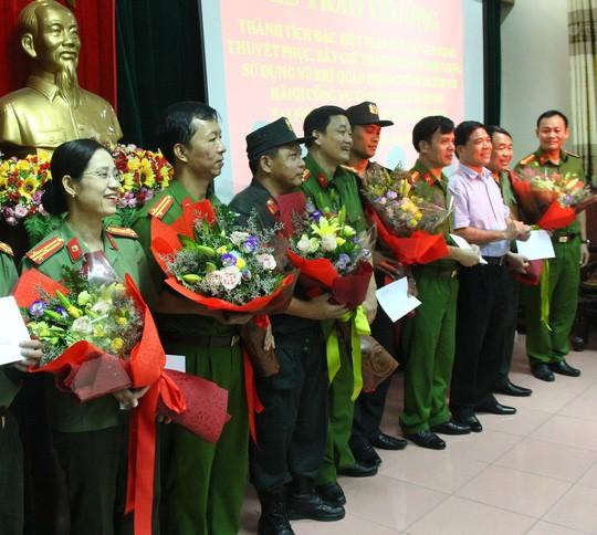 Kẻ ôm lựu đạn cố thủ suốt 13 giờ là ông trùm ma túy từ Lào về Việt Nam-2