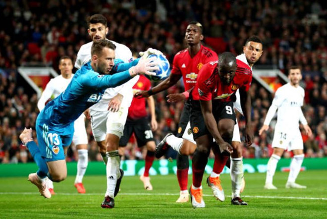 Beckham trầm ngâm nhìn MU đánh rơi điểm trên sân nhà-9