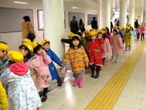 Khám phá bí mật đằng sau việc trẻ em Nhật luôn cư xử ngoan ngoãn ở nơi công cộng