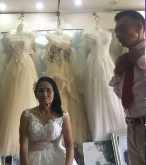 Cụ bà 70 tuổi đi thử váy cưới khiến dân mạng xôn xao và sự thật bất ngờ-2