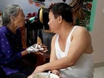 Ấm lòng xem đoạn clip con trai bật hát Xoan, ân cần xúc cơm nịnh mẹ già 90 tuổi ăn từng thìa