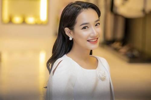 Hết phát cuồng với kiểu môi tều quyến rũ, mỹ nhân Việt chuyển qua lối make-up tự nhiên chuẩn Hàn-2