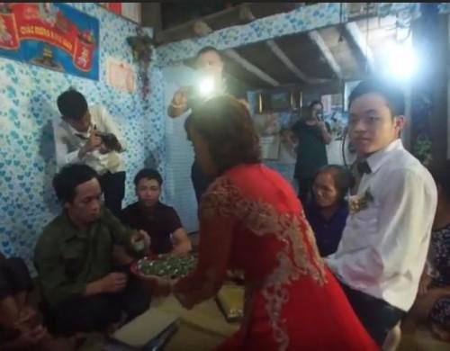Sốt sình sịch clip phóng sự cưới cô dâu 62 và chú rể 26 tuổi ở Cao Bằng-2