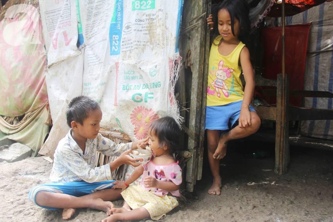 Bị chỉ trích vì nhà nghèo lại đẻ quá nhiều con, mẹ bầu 8 tháng cho biết sẽ triệt sản sau khi sinh em bé-2