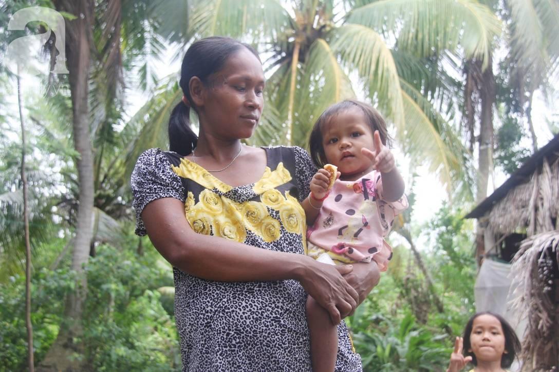 Bị chỉ trích vì nhà nghèo lại đẻ quá nhiều con, mẹ bầu 8 tháng cho biết sẽ triệt sản sau khi sinh em bé-6
