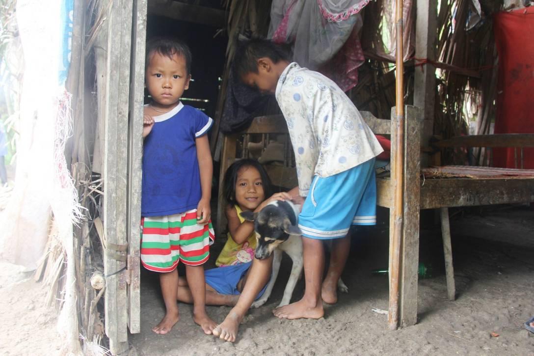 Bị chỉ trích vì nhà nghèo lại đẻ quá nhiều con, mẹ bầu 8 tháng cho biết sẽ triệt sản sau khi sinh em bé-8