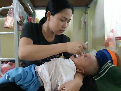 """Nghìn trẻ đang đau đớn vì dịch, vẫn có mẹ hồn nhiên hỏi: Bệnh tay chân miệng là gì?""""-2"""