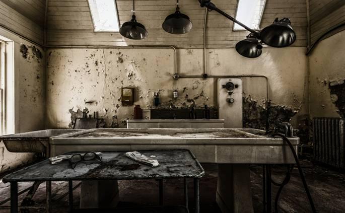 Hình ảnh đầy ám ảnh về những bệnh viện ma bỏ hoang khắp thế giới-3