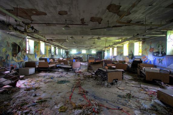 Hình ảnh đầy ám ảnh về những bệnh viện ma bỏ hoang khắp thế giới-10