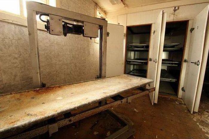 Hình ảnh đầy ám ảnh về những bệnh viện ma bỏ hoang khắp thế giới-12