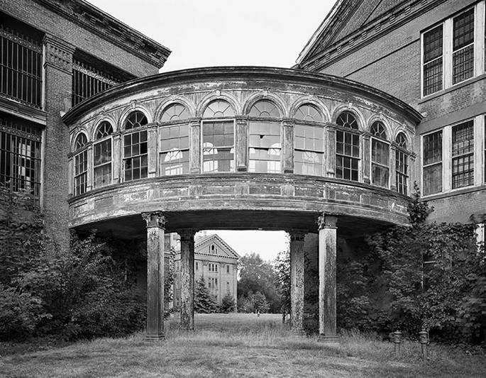 Hình ảnh đầy ám ảnh về những bệnh viện ma bỏ hoang khắp thế giới-13