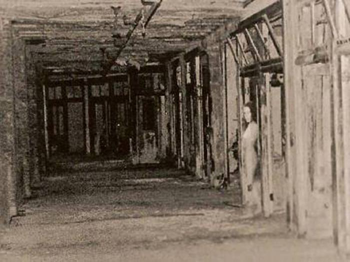 Hình ảnh đầy ám ảnh về những bệnh viện ma bỏ hoang khắp thế giới-9