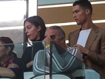 """Dính nghi án hiếp dâm, C.Ronaldo mặt """"nặng như chì"""" bên bạn gái xinh đẹp"""