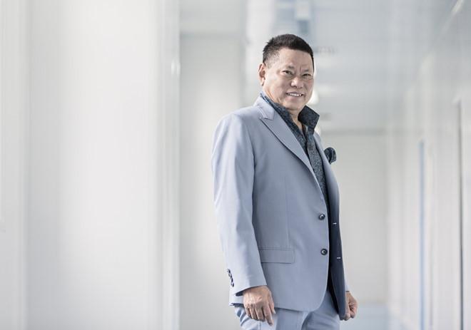 Tỷ phú gốc Việt Hoàng Kiều rớt khỏi danh sách những người giàu nhất Mỹ-1