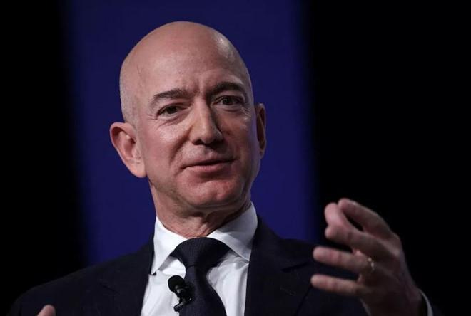 Bill Gates mất ngôi giàu nhất nước Mỹ vào tay CEO Amazon-1