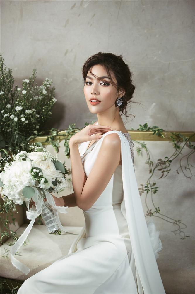 Không chỉ đầu tư váy cưới, Lan Khuê còn chi gần 100 triệu cho 3 đôi giầy cưới đẹp như cổ tích-1
