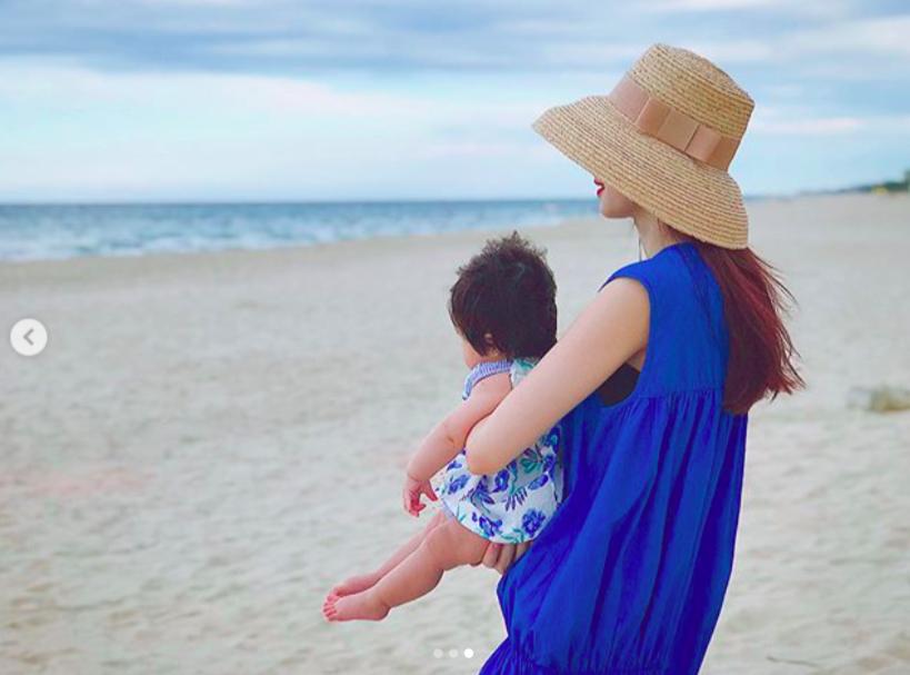 Đặng Thu Thảo khoe khoảnh khắc bình yên bên con gái 6 tháng tuổi-3