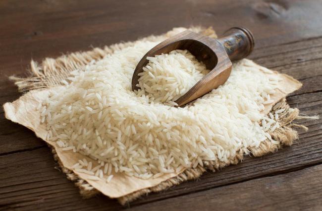 Mua gạo về là tôi lại cho vũ khí bí mật này vào thùng bảo quản, có để cả tháng gạo cũng không bị mốc meo, mối mọt-2