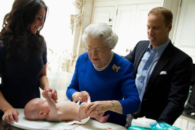 Sự thật bất ngờ về một loạt những khoảnh khắc bà Camilla phì phèo điếu thuốc, Công nương Diana có con với bạn trai tỷ phú-5