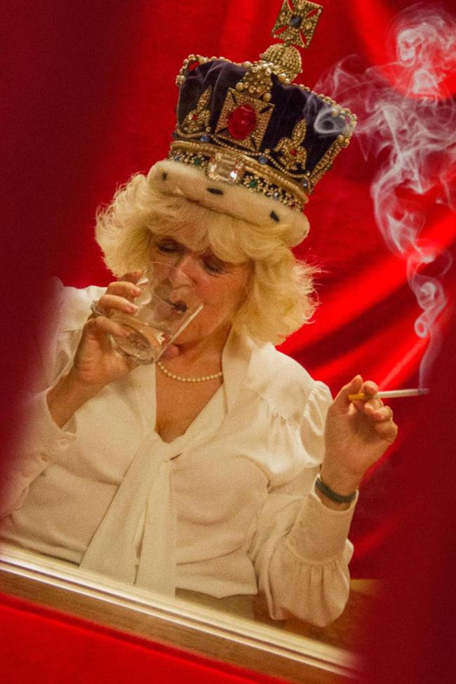 Sự thật bất ngờ về một loạt những khoảnh khắc bà Camilla phì phèo điếu thuốc, Công nương Diana có con với bạn trai tỷ phú-1