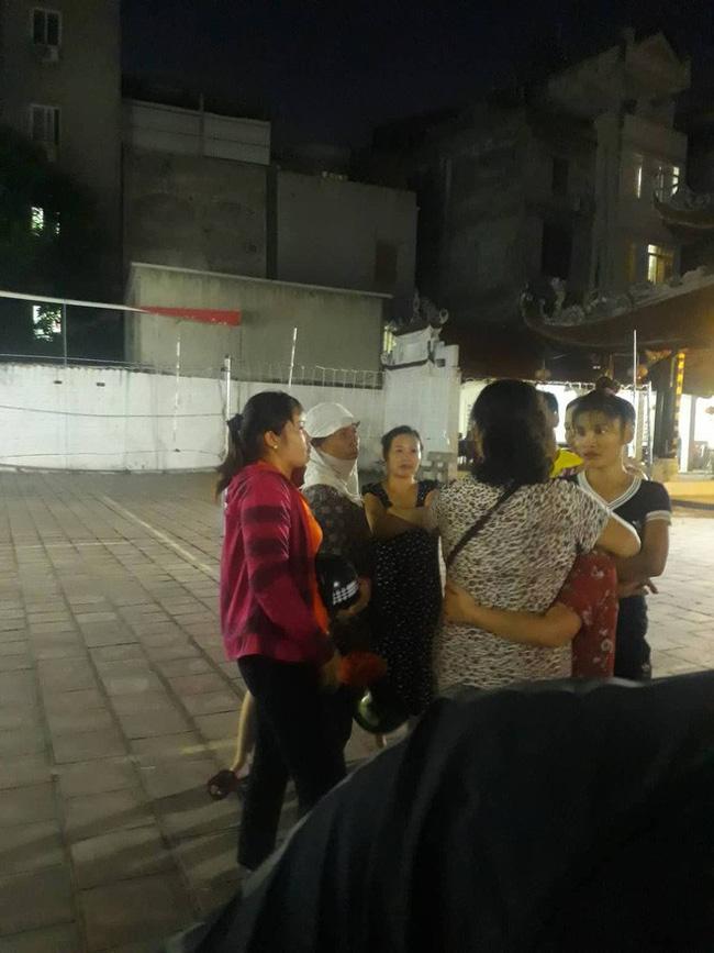 Hà Nội: Cô gái ôm mặt khóc nức nở khi biết tin bạn trai 18 tuổi treo cổ tự tử trong phòng trọ-2