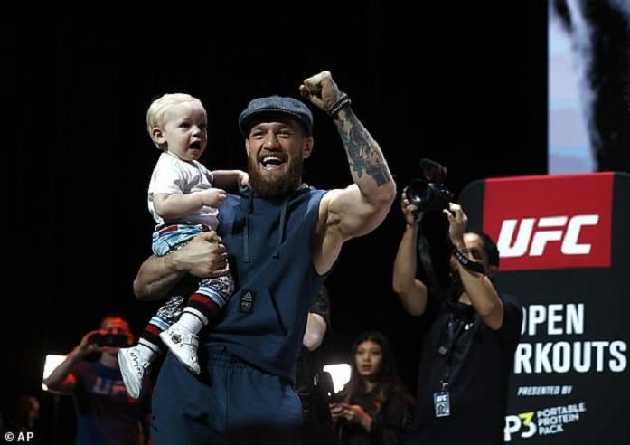 Bặm trợn, đầu gấu nhưng Gã điên Conor McGregor lại có một cậu quý tử đáng yêu hết cỡ-1