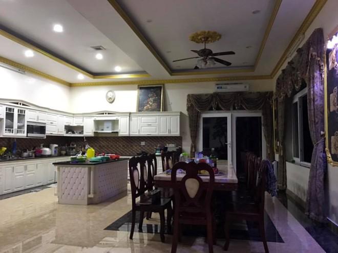 Cuộc sống của Vy Oanh và chồng đại gia trong căn biệt thự triệu đô-10