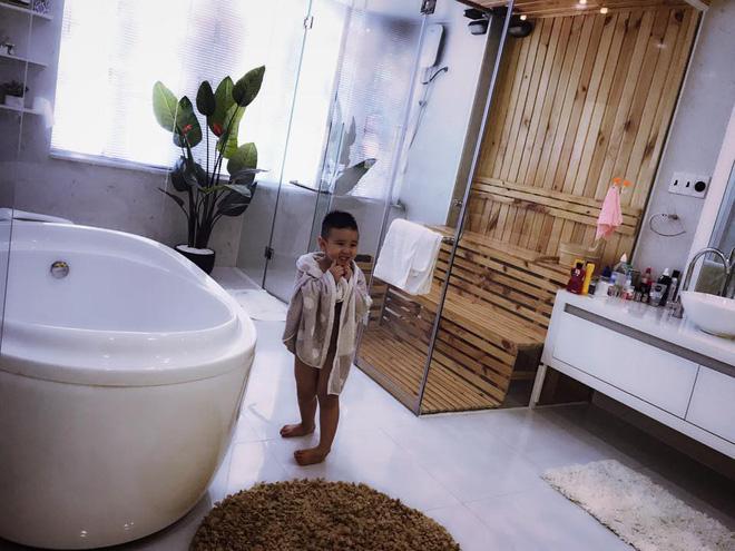 Cuộc sống của Vy Oanh và chồng đại gia trong căn biệt thự triệu đô-12