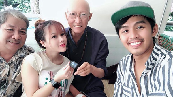 Xót xa với hình ảnh gầy gò của nghệ sĩ Lê Bình sau khi điều trị ung thư-1
